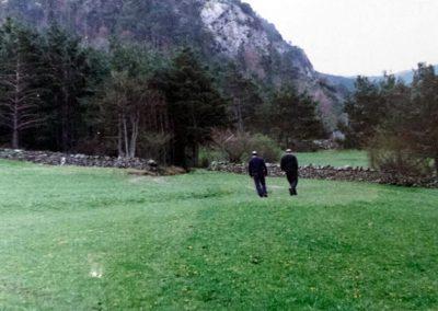 Más tarde, su padre y su tío comenzaron a compaginar la ganadería con los campamentos escolares y en 1996 se tiró parte de la borda de las vacas y se construyó el albergue y restaurante. Así siguió hasta 2003, cuando se realizaron mejoras en el camping, y se acondicionaron nuevas insfraestructuras, los apartamentos, etc.