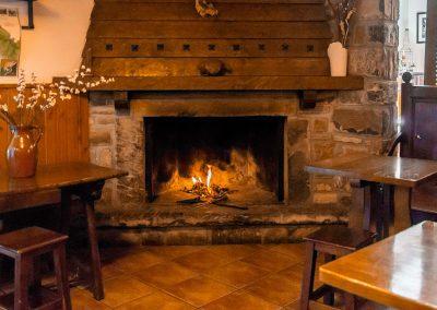 Nuestro restaurante, especializado en carnes a la brasa y cocina del Pirineo les propone platos tradicionales, carta y menú.