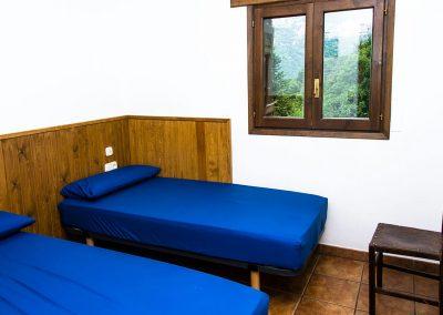 1B. Habitación doble con baño compartido.