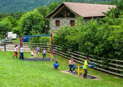 parque infantil y zona de juegos