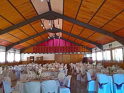 En nuestro salón de actos, de 300 metros cuadrados, se pueden organizar todo tipo de reuniones (de empresa, familiares, asociaciones) así como bodas y otros eventos. Ofrecemos servicio de caterin de nuestro restaurante.