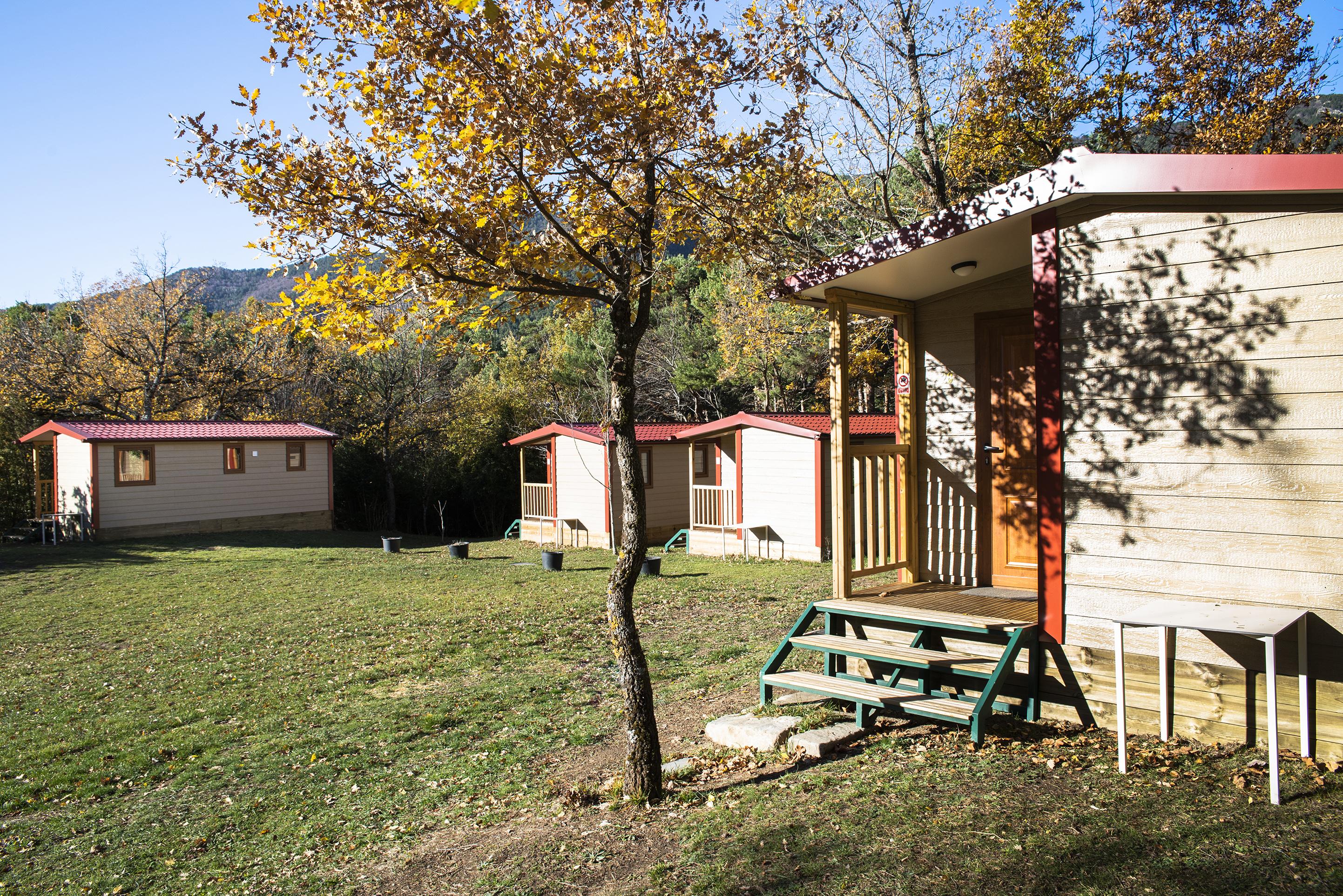 """Bungalows en madera y con todas las comodidades para que podáis disfrutar de vuestra propia """"casita"""" en el Valle de Hecho"""