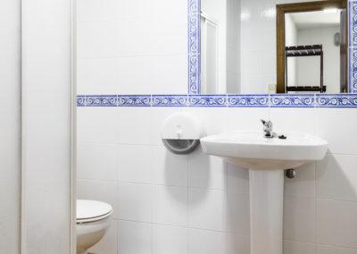 baño de habitación de 6 personas