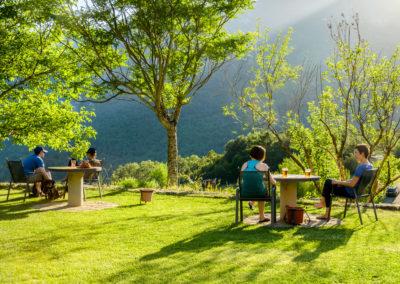 Terraza panorámica viendo atendecer. Camping Borda Bisalitco. Valle de Hecho