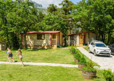 Bungalows en Camping de montaña y familiar Borda Bisaltico. Valle de Hecho . Pirineo Aragonés